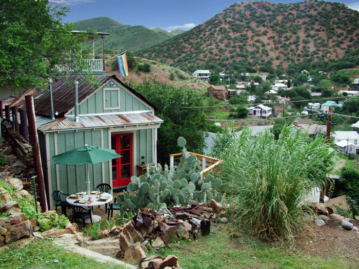 The Doublejack Guesthouse is perched hillside in the heart of Old Bisbee, just southeast of Tucson, Arizona. This guesthouse offers dramatic panoramic views of historic downtown Bisbee and Mexico.